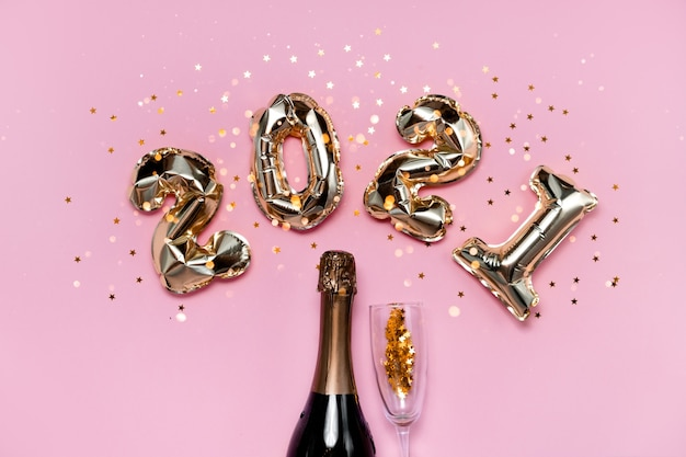 Numeri di palloncini in lamina d'oro 2021 con champagne