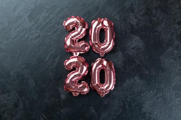 Numeri rosa 2020 sfondo nero.