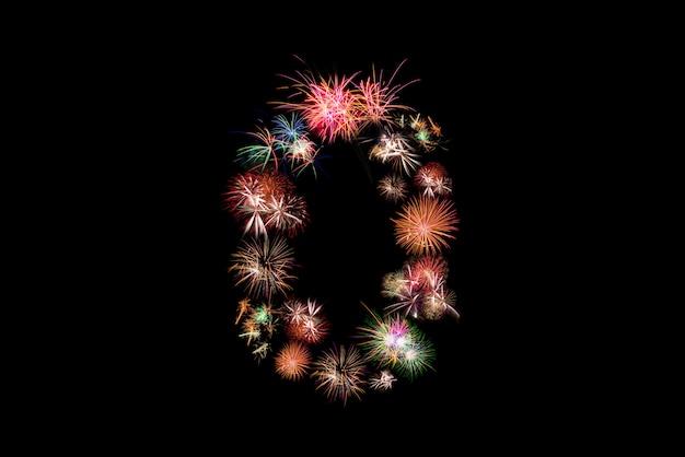 Numero 0. numero alfabeto fatto di fuochi d'artificio reali