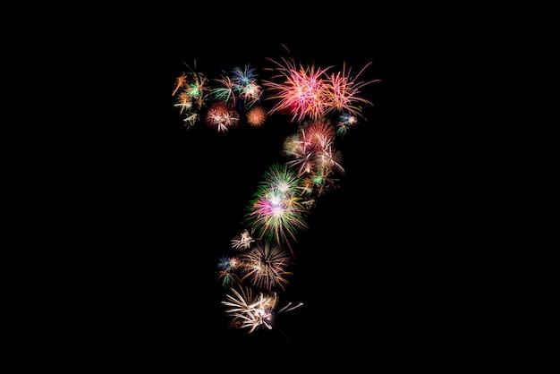 Numero 7. alfabeto numero fatto di fuochi d'artificio reali