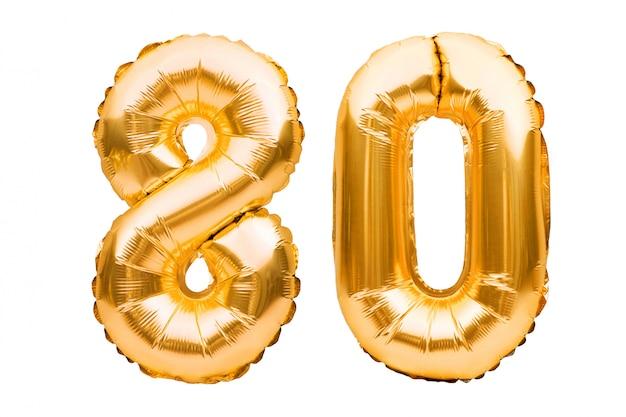 Numero 80 ottanta fatto di palloncini gonfiabili d'oro isolati su bianco. palloncini ad elio, numeri di lamina d'oro.