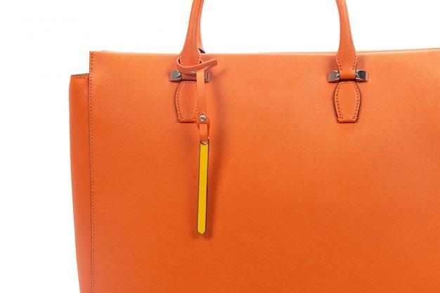 Nuova borsa femminile di cuoio isolata su bianco