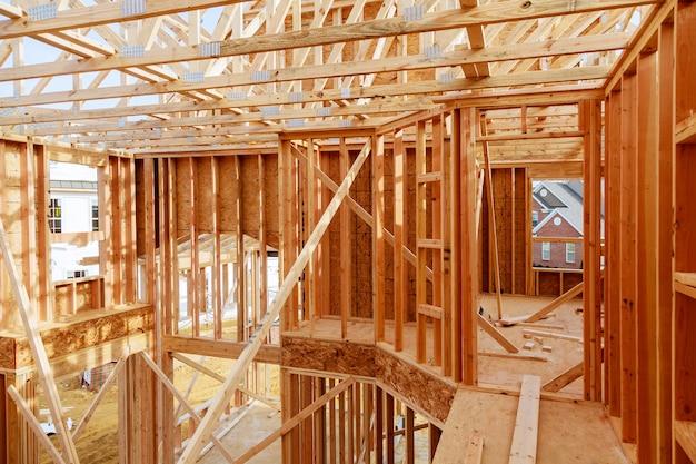 Nuova costruzione domestica con telaio di casa in legno