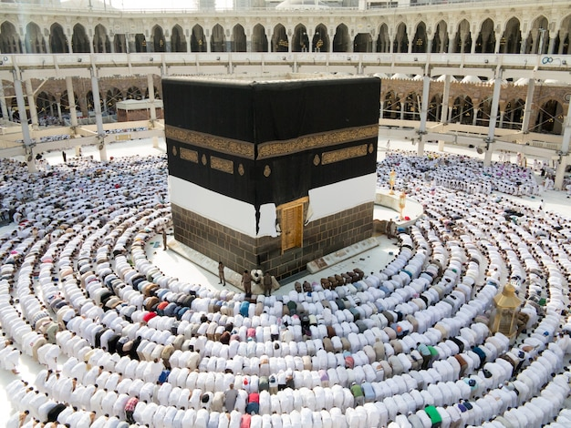 Nuove immagini di kaaba in mecca dopo il restauro