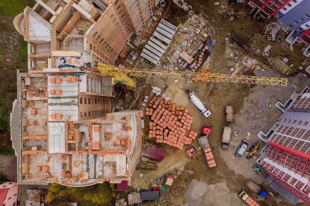Nuovi condomini a più piani in città