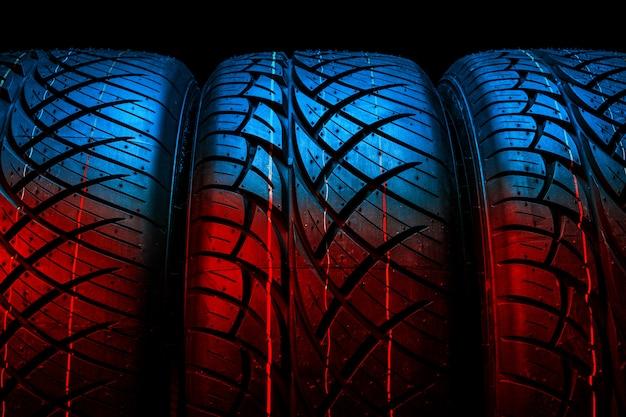 Nuovi pneumatici di gomma