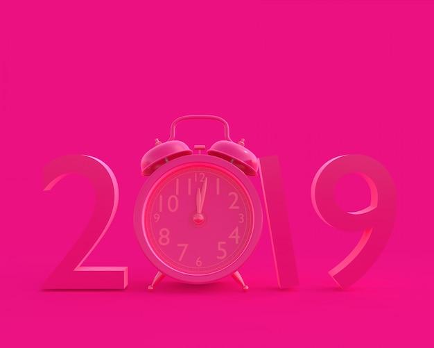 Nuovo anno 2019 concept e orologio rosa a colori.