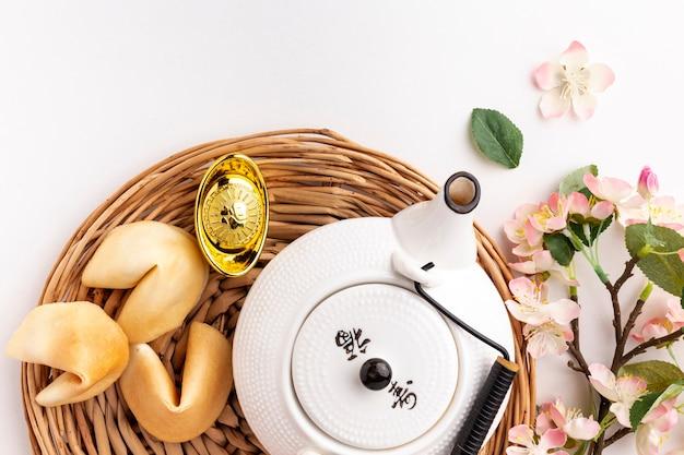 Nuovo anno cinese del fiore e della teiera di ciliegia