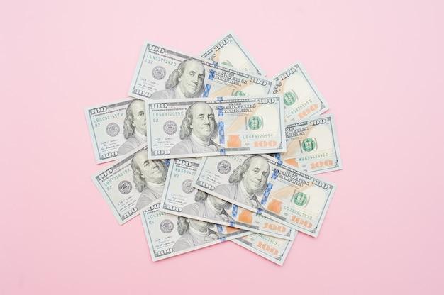 Nuovo mucchio della banconota in dollari cento