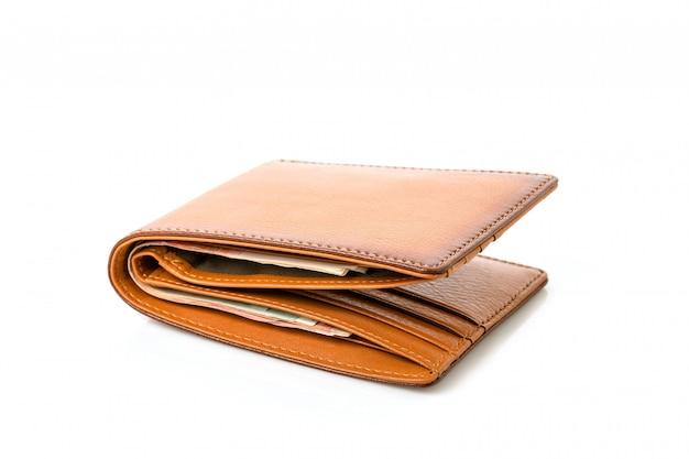 Nuovo portafoglio di cuoio degli uomini marroni isolato su bianco