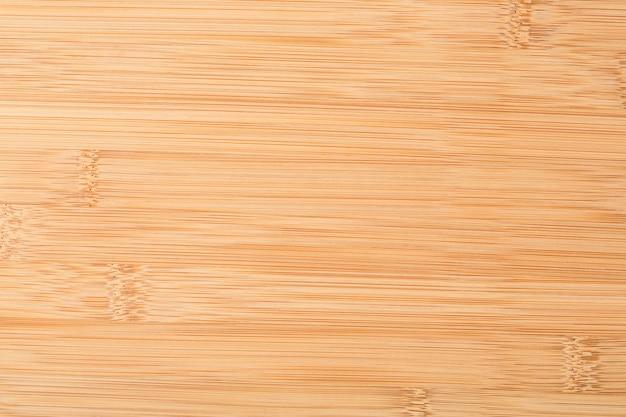 Nuovo tagliere di legno isolato