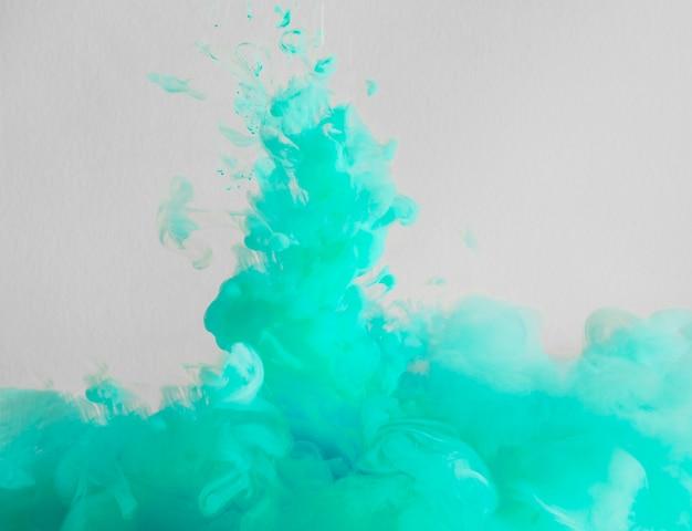 Nuvola di foschia luminosa e azzurra