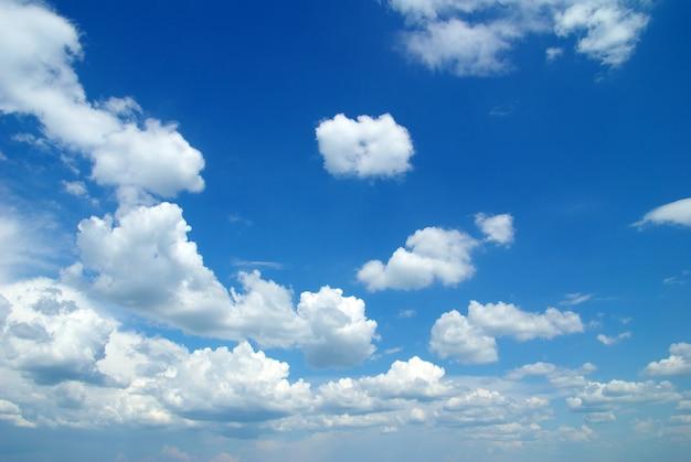 Nuvole con cielo blu