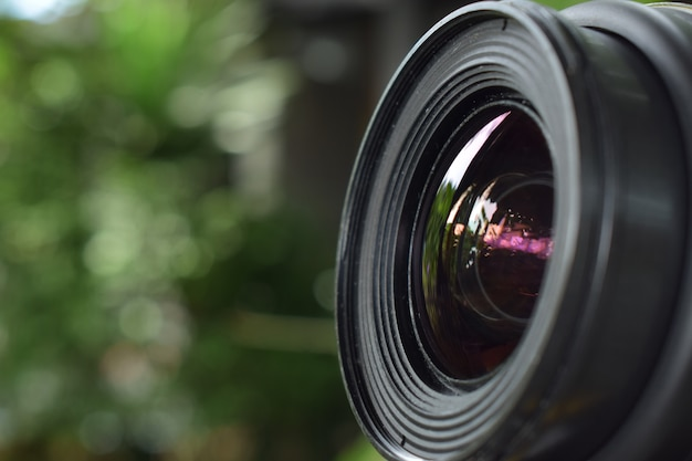 Obiettivo fotografico che offre una qualità nitida e bella per i fotografi professionisti.