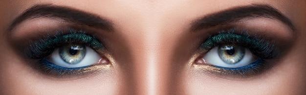 Occhi femminili con un bellissimo trucco