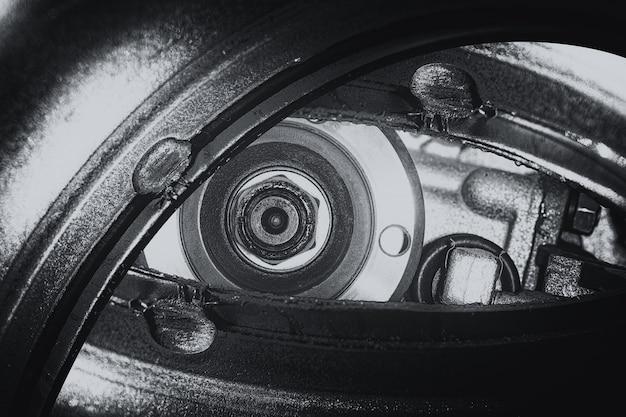 Occhio robot insolito in stile steampunk in scala di grigi. aspetto robot focalizzato.