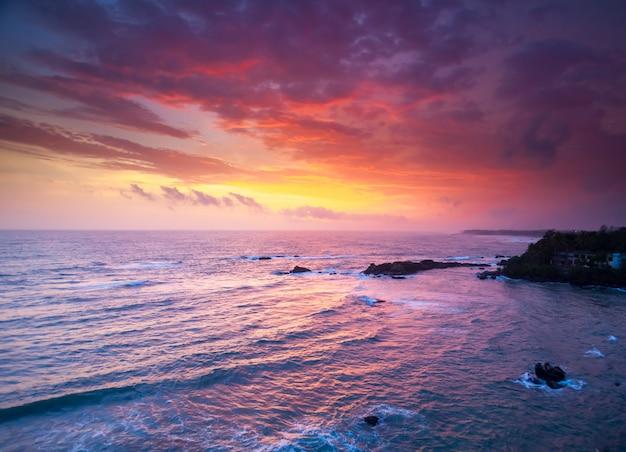 Oceano al tramonto