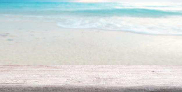Oceano blu della spiaggia e fondo del cielo
