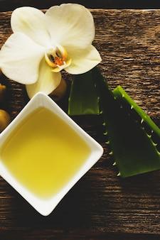 Olio d'oliva con fiori