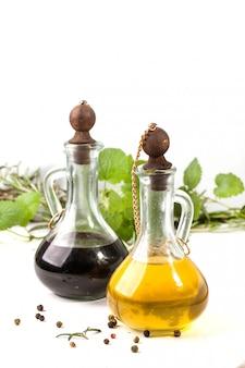 Olio d'oliva e aceto alle erbe