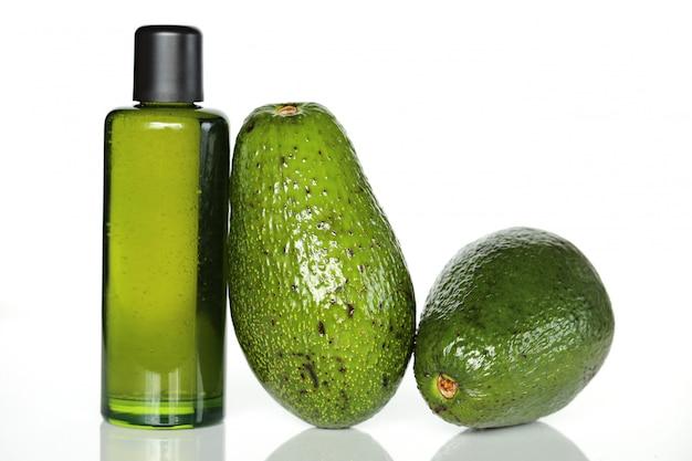 Olio di avocado in una bottiglia