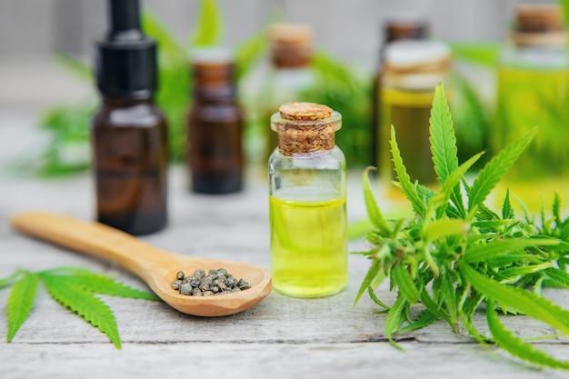 Olio di cannabis in una bottiglietta