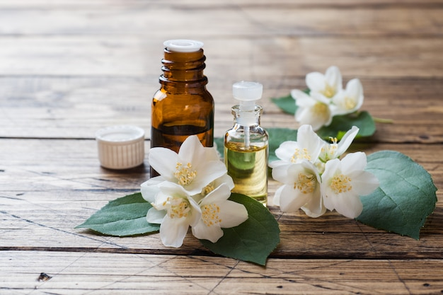 Olio di gelsomino aromaterapia con olio di gelsomino.