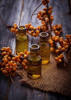 Olio di olivello spinoso in piccole bottiglie