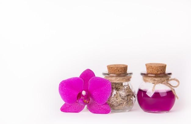 Olio essenziale ed erbe, cosmetici naturali