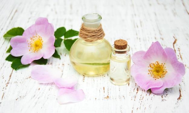 Olio essenziale in bottiglie di vetro
