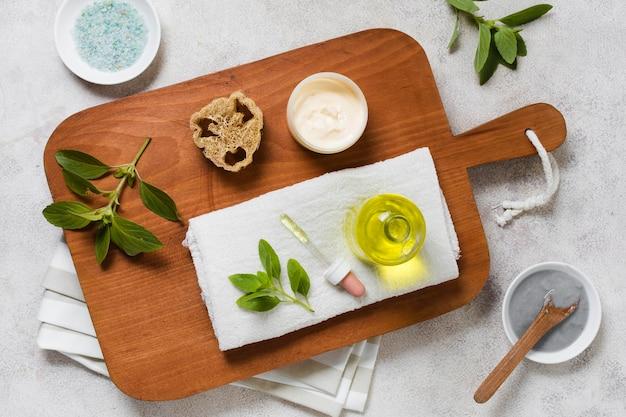Olio piatto e maschera per il viso a base di piante