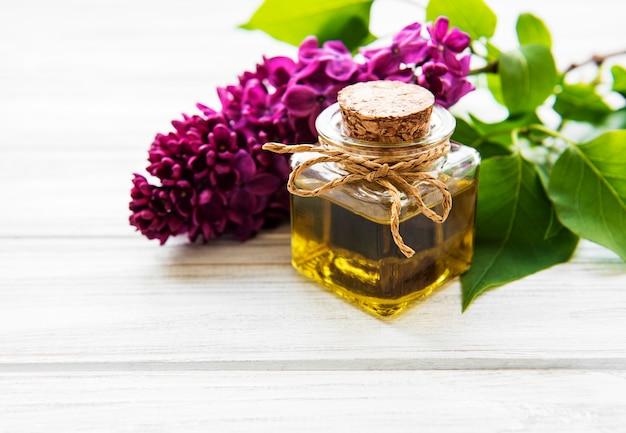 Olio termale con fiori lilla