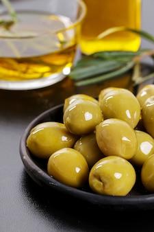 Olive su un piatto
