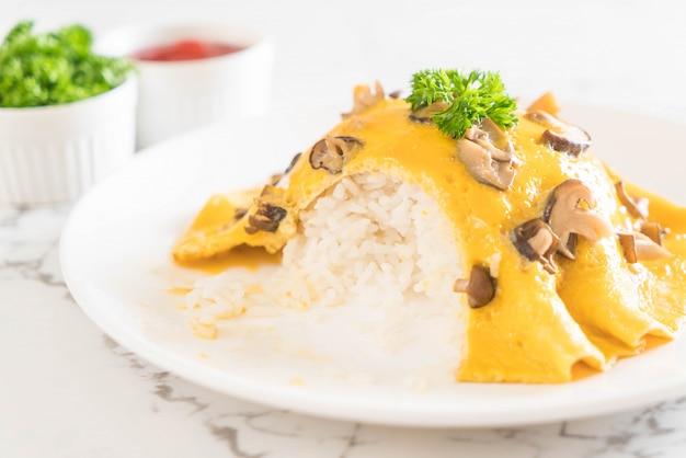 Omelette cremosa con funghi