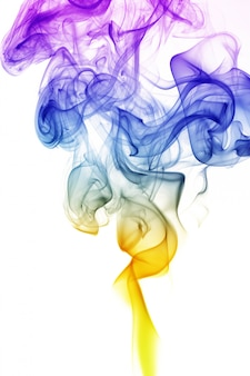 Onda e fumo di diversi colori isolati su bianco