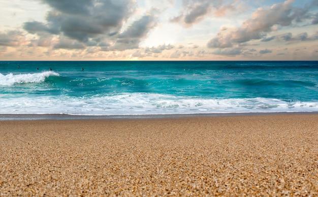 Onde dell'oceano della spiaggia di biarritz