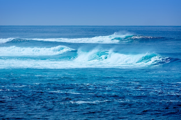 Onde della spiaggia del surf di jandia a fuerteventura