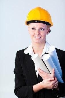 Operaio di costrizione femminile con i modelli