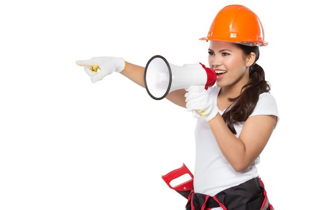 Operaio edile femminile in azione