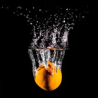 Orange immergersi in acqua