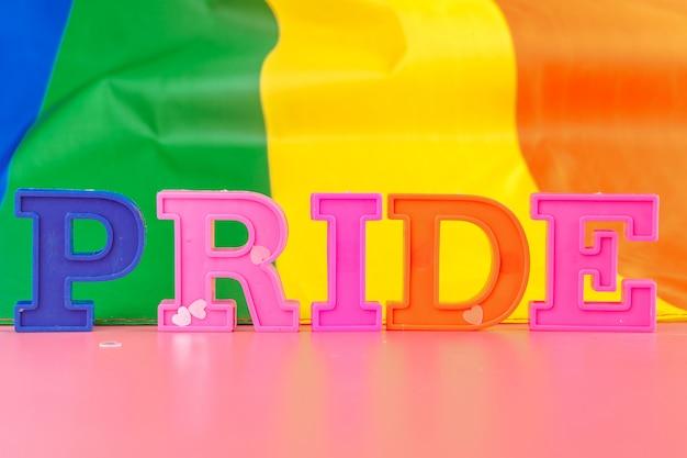 Orgoglio del testo, con bandiera arcobaleno lgbt