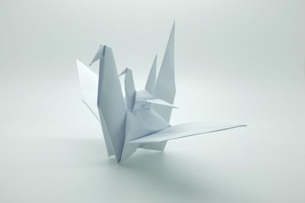 Origami bianco gru, uccello, carta