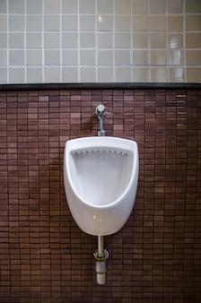Bagni pubblici scaricare foto gratis - Bagno piastrelle marroni ...