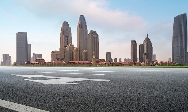 Orizzonte del paesaggio urbano di road plaza e tianjin