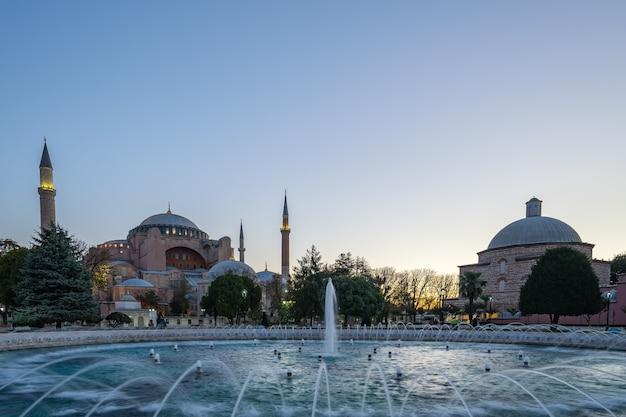 Orizzonte di costantinopoli con ayasofya in turchia