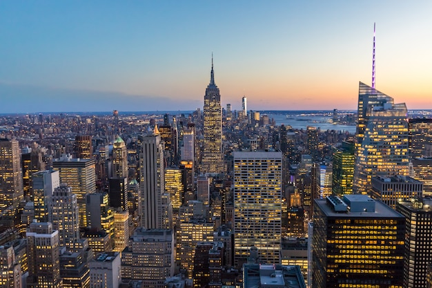Orizzonte di new york city con empire state building manhattan usa