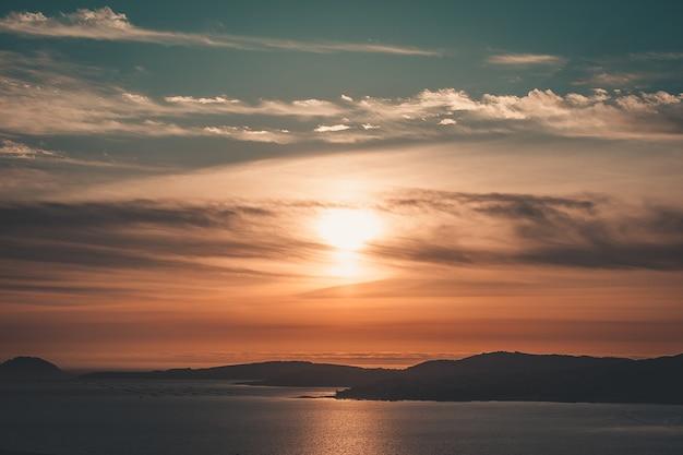 Orizzonte tramonto colorato