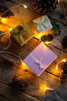 Ornamenti e regali di natale con gli indicatori luminosi