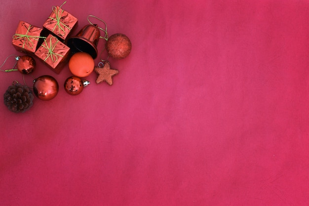 Ornamenti rossi della decorazione della priorità bassa di natale