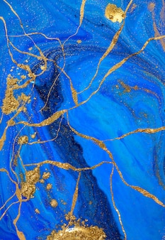 Oro liquido astratto e vernice blu.